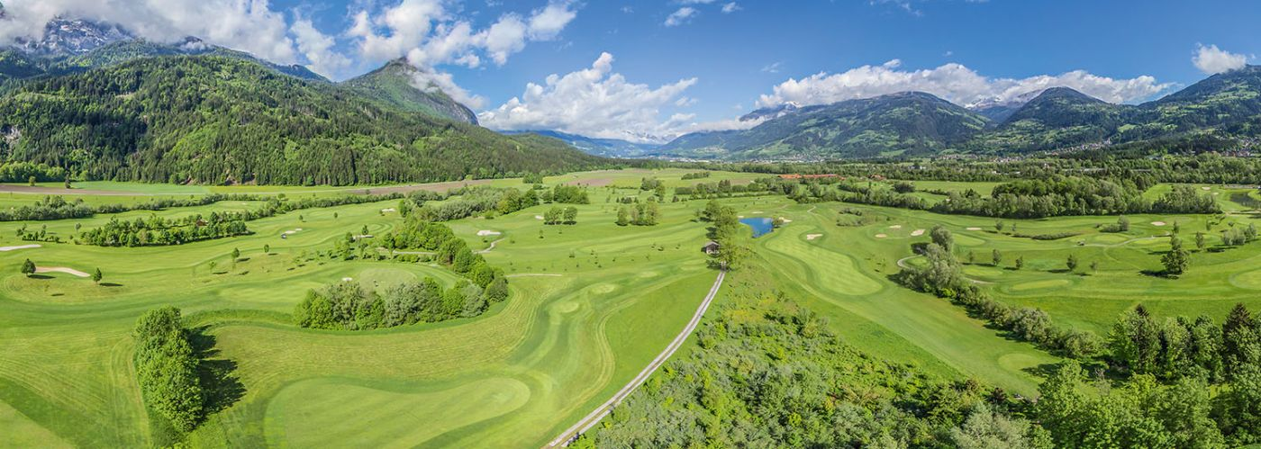 Dolomitengolf Suites golf course mountains